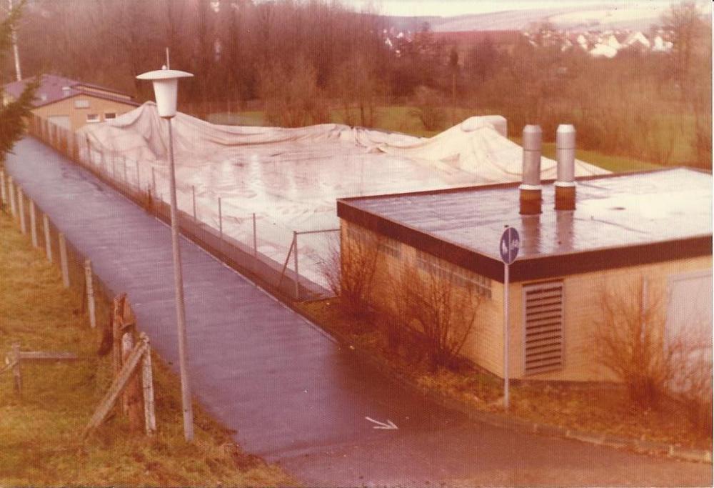 Folie über Schwimmbad um 1980