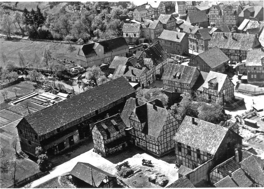 Hof und Dorf um 1960